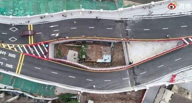 В Китае построили шоссе вокруг дома женщины