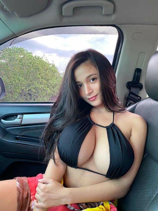 Девушки, любящие фотографироваться в машинах (30 фото)
