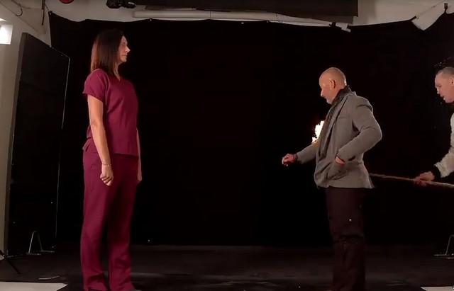 Каскадер Рик пожег себя и сделал предложение руки и сердца