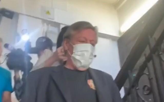"""""""Чудесное"""" выздоровление Михаила Ефремова после инсульта: он прибыл в суд (2 видео)"""