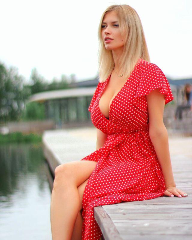 """Студентка из России Тоня Давыдова запустила флешмоб """"Big Tits Matter"""""""