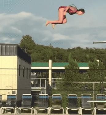Превью неудачный прыжок девушки в бассейн