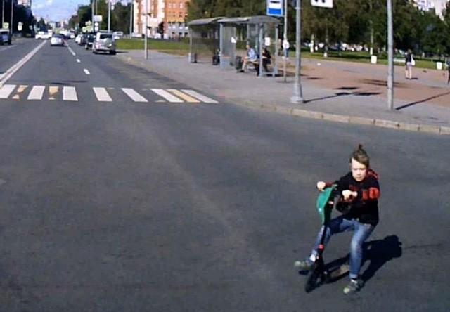 Ребенок на дороге в Санкт-Петербурге