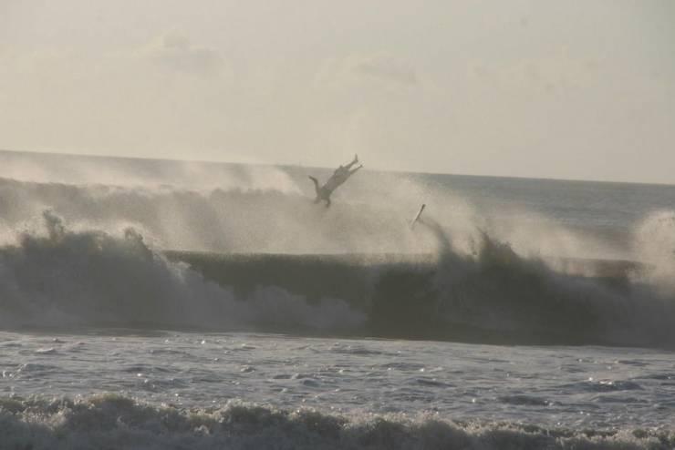 Падение серфингиста