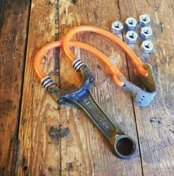 Самодельная рогатка из гаечного ключа