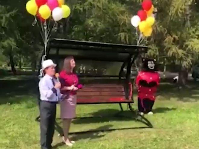 Торжественное открытие скамейки
