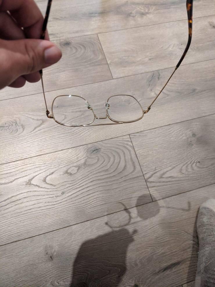 Странная тень от очков