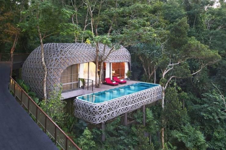 Уютный домик с бассейном в лесу