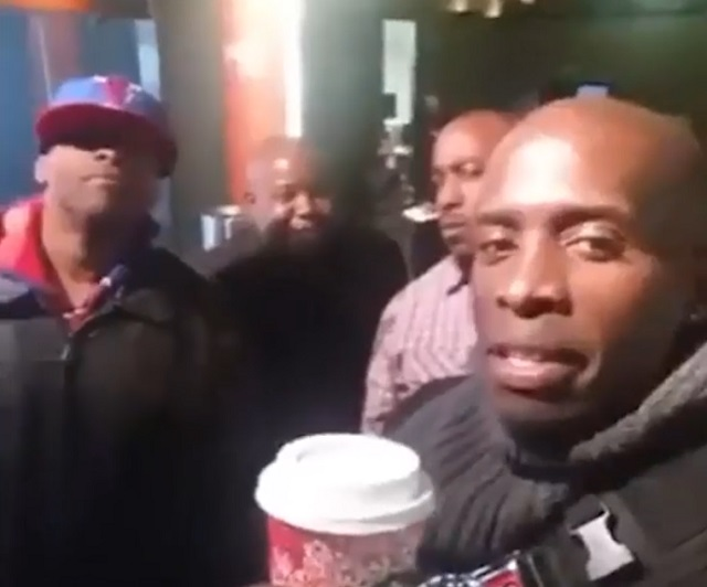 Афроамериканцы пьют кофе