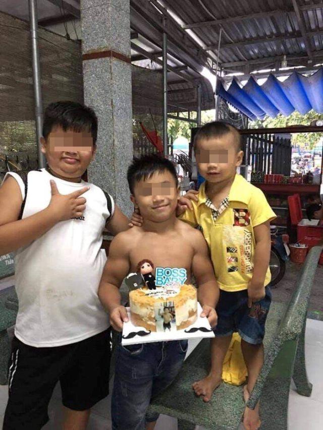 Нгуен Хоанг Нама с друзьями