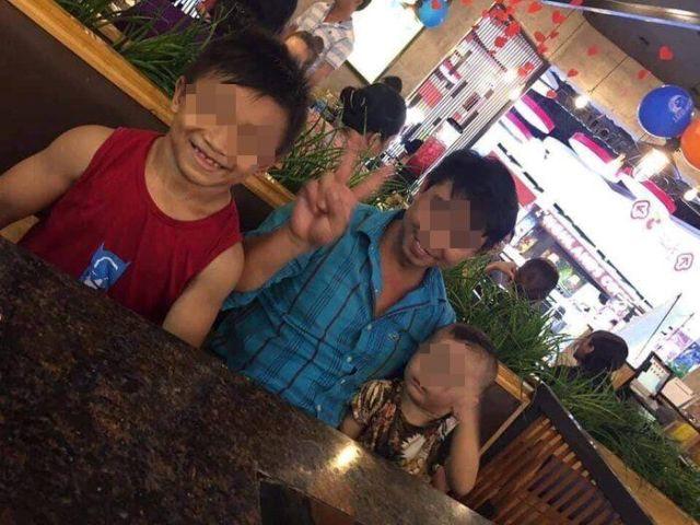 Нгуен Хоанг Нама в кафе