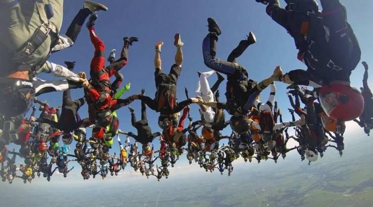Групповой прыжок с парашютом