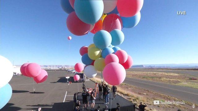 Дэвид Блейн готовится к полету на шарах