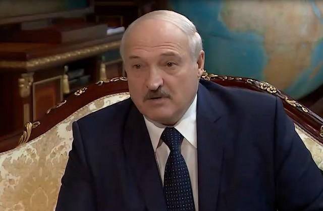 Александр Лукашенко в костюме