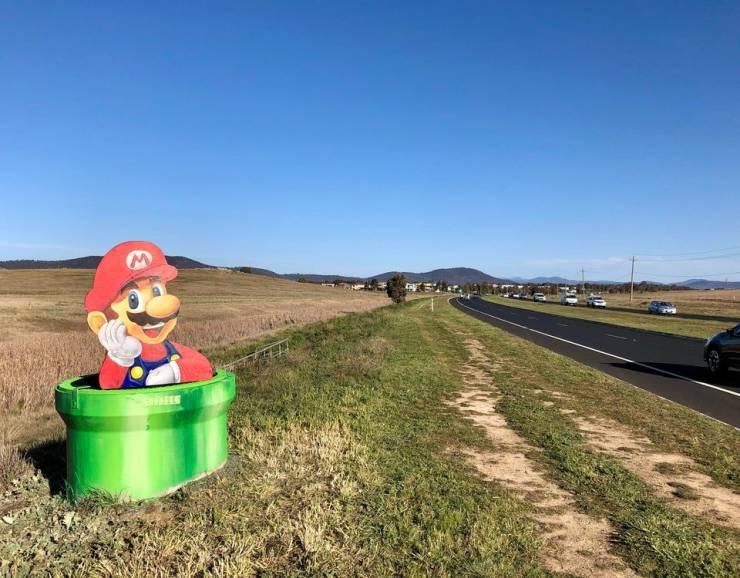 Марио на дороге