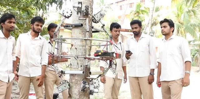 Робот который собирает кокосы и создатели из Индии