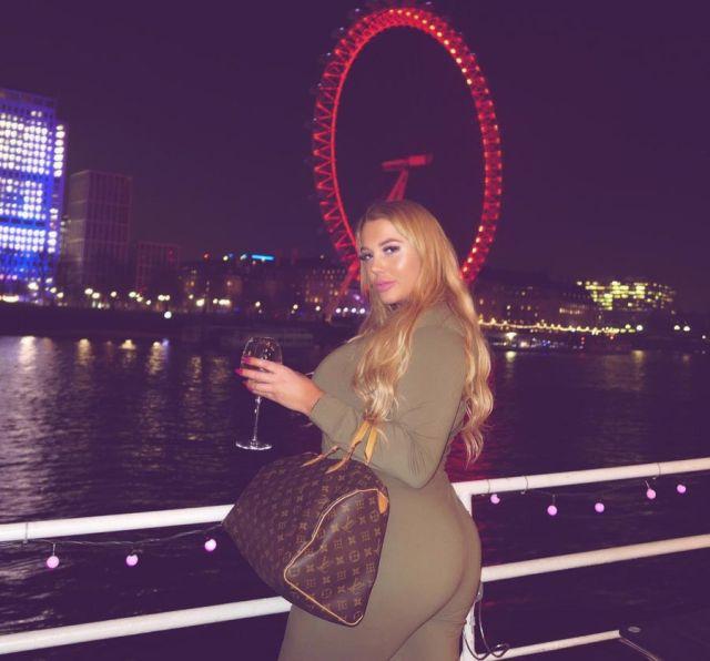 Эмбер Мэй гуляет в Лондоне