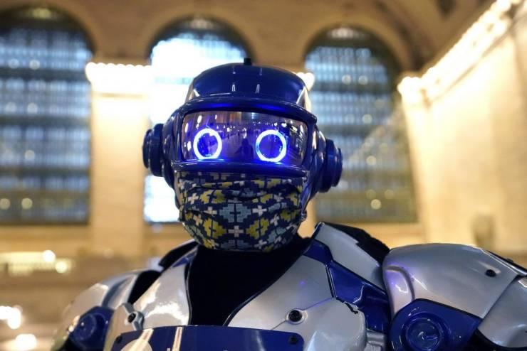 Робот в защитной маске