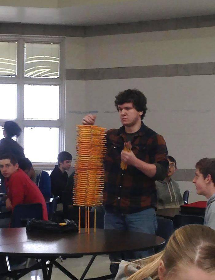 Структура из карандашей