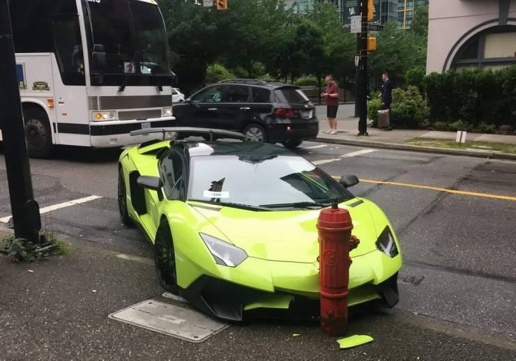 Lamborghini врезался в гидрант