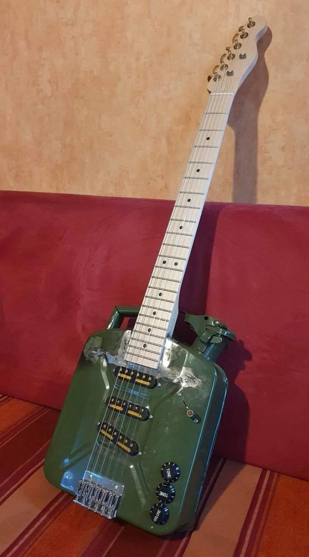 Гитара из канистры