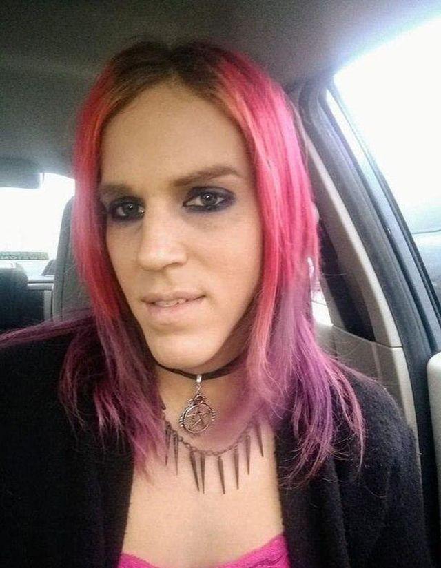 Ария ди Меззо с розовыми волосами