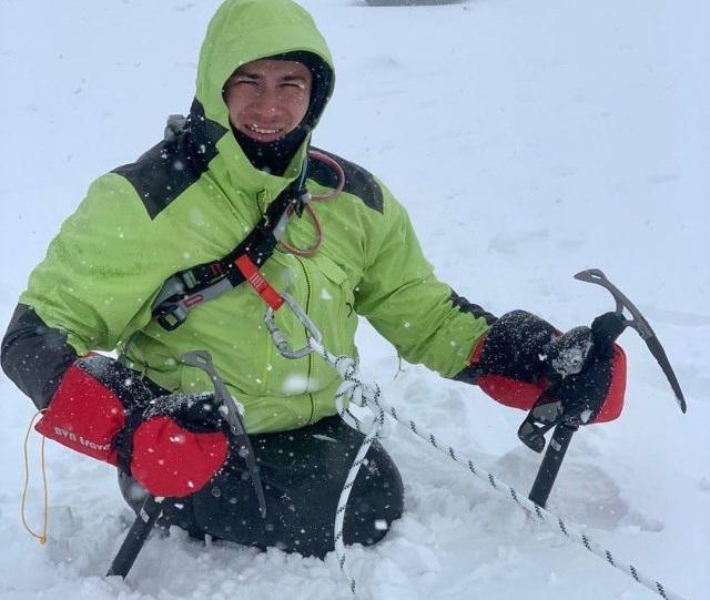 Рустам Набиев в снегу