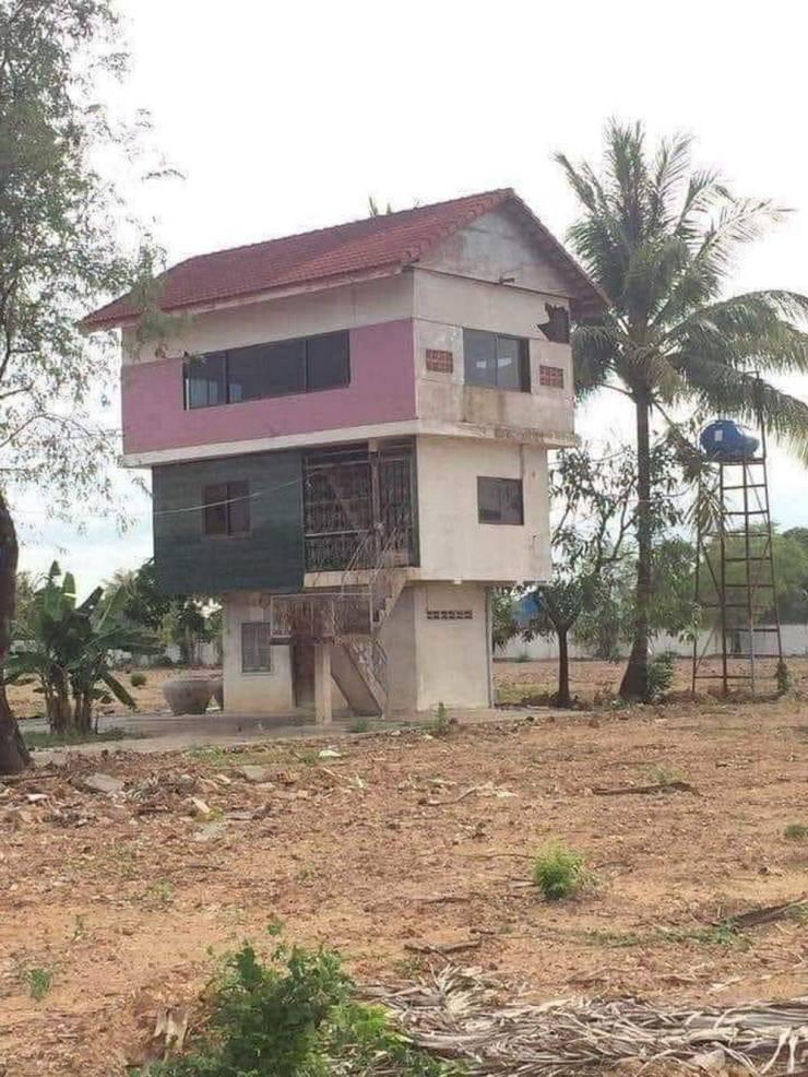 Необычный трехэтажный дом