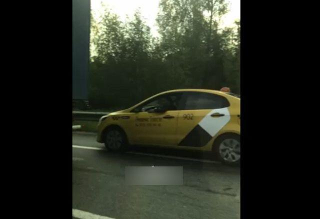 Таксист потерял боковое зеркало
