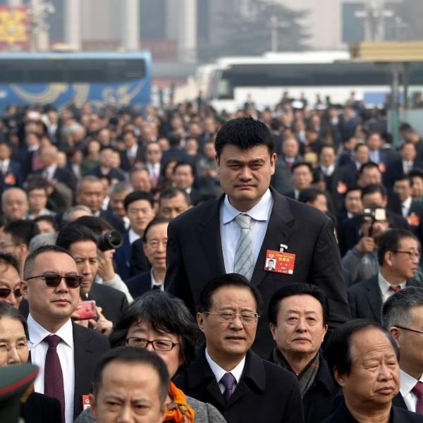 Очень высокий китаец