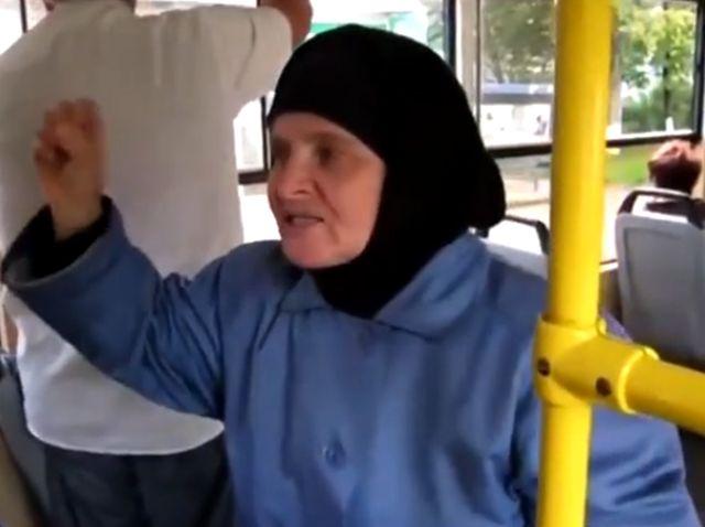 Бабушка в трамвае
