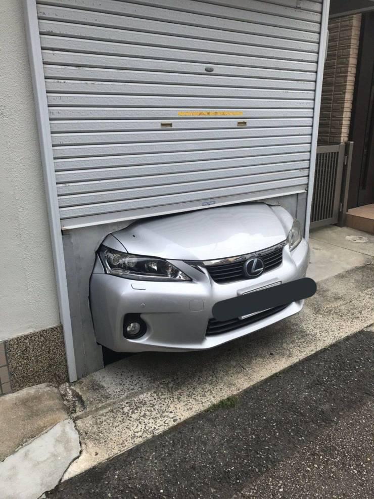 Машина не поместилась в гараж