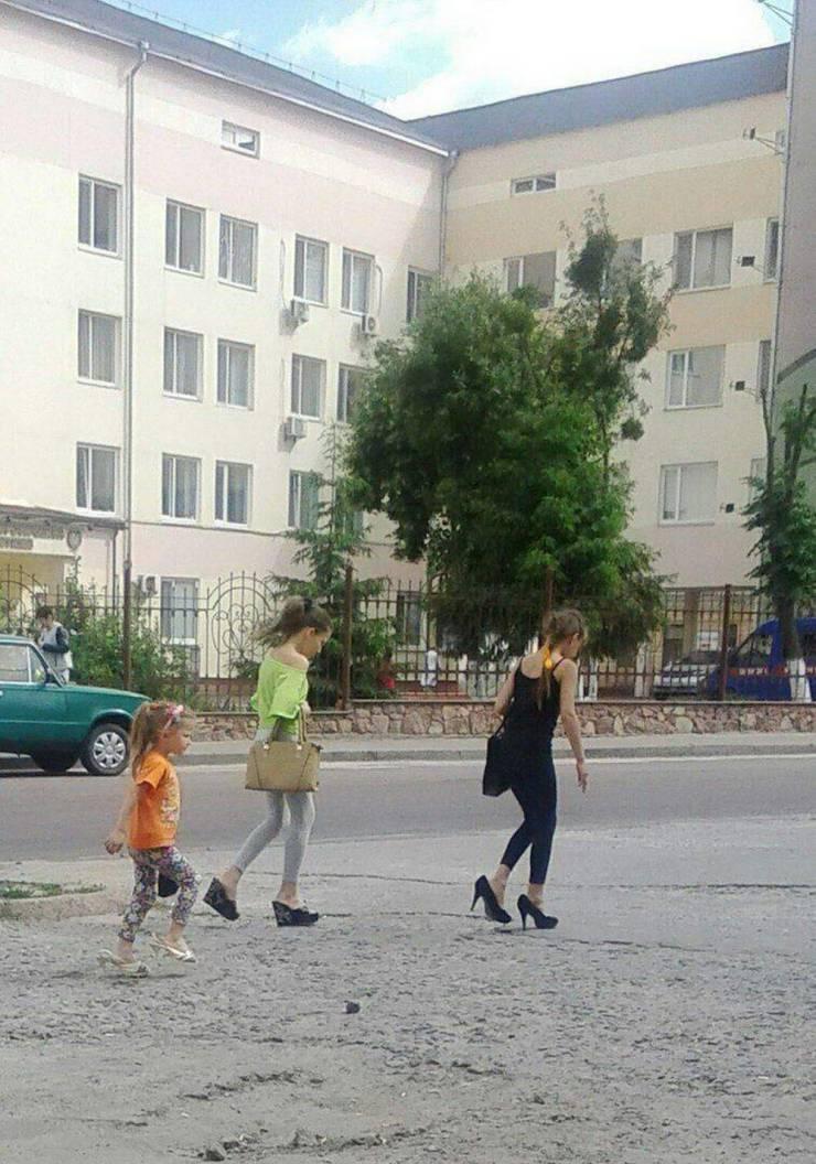 Девочки в маминых туфлях