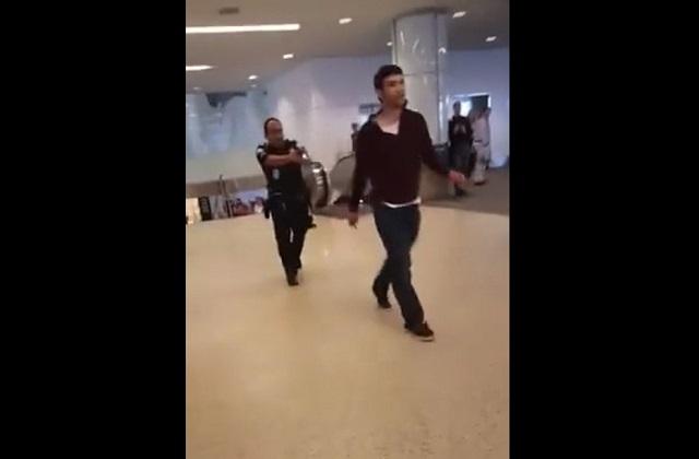 Полицейский в аэропорту