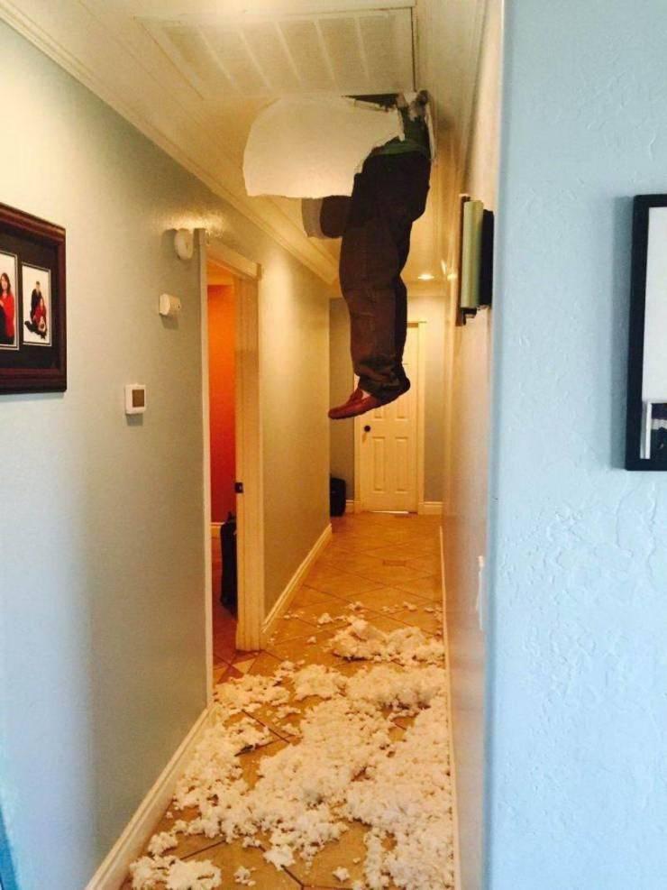 Провалился через потолок