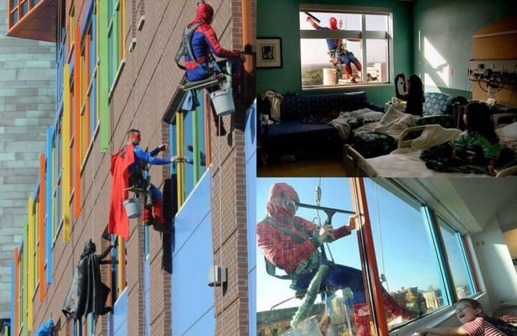 Мойщики окон в костюмах супергероев