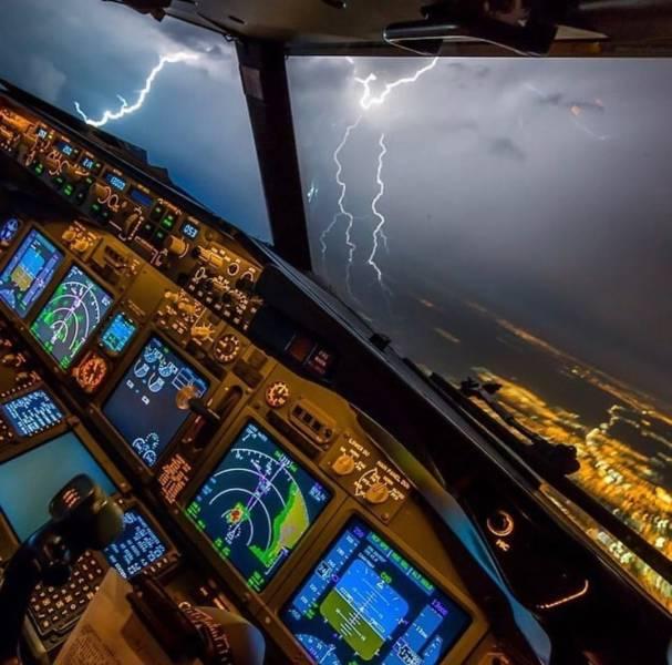 Молния из кабины пилота