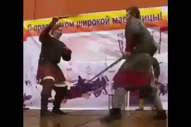 Сражаются на мечах