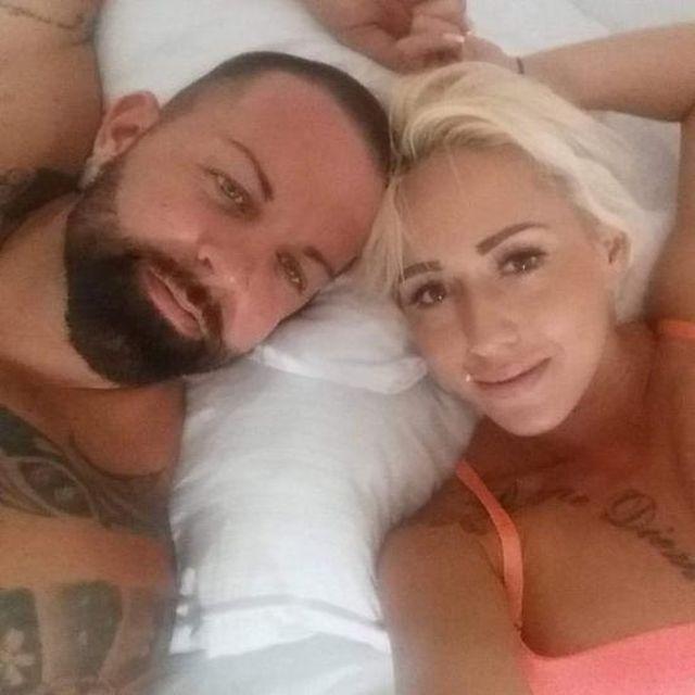 Жолт и Кристина на постели