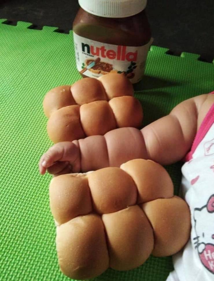Рука младенца как булочки