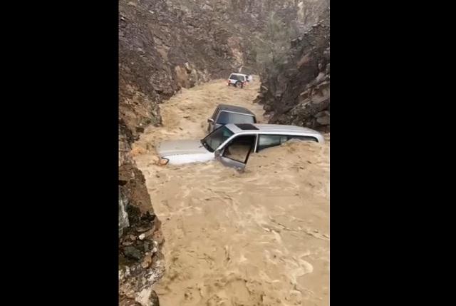 Машины в реке