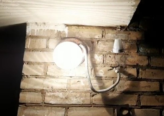 Лампа в подъезде