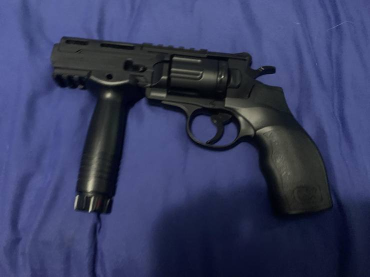 Пистолет с держателем