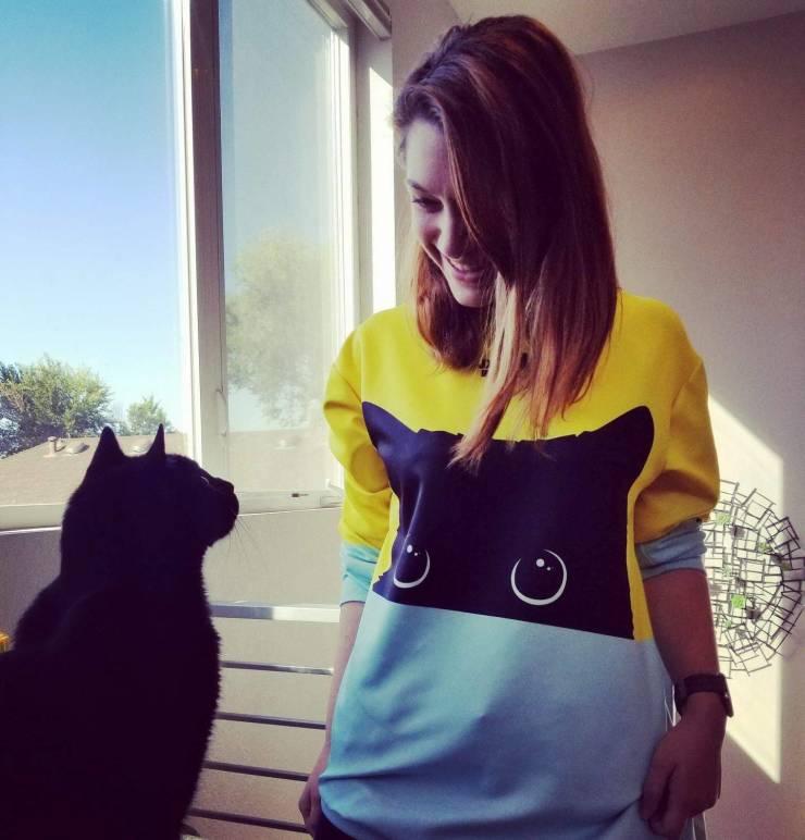 Кот на футболке