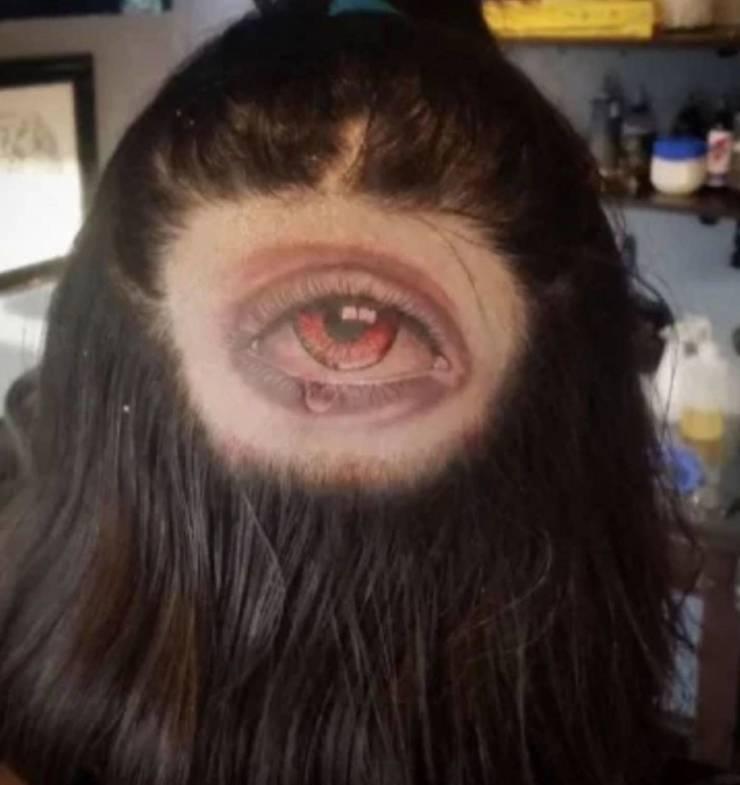 Татуировка глаз на затылке