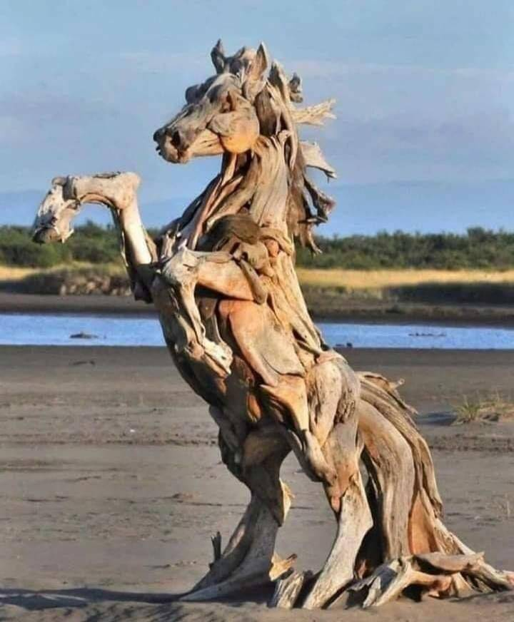 Лошадь из дерева