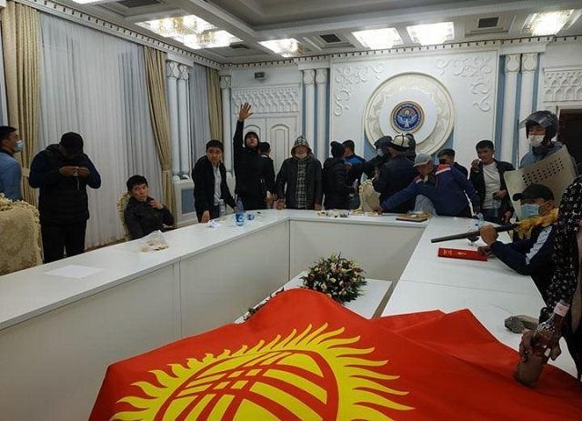 Демонстранты из Кыргызстана