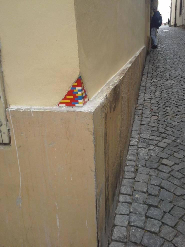 LEGO на стене