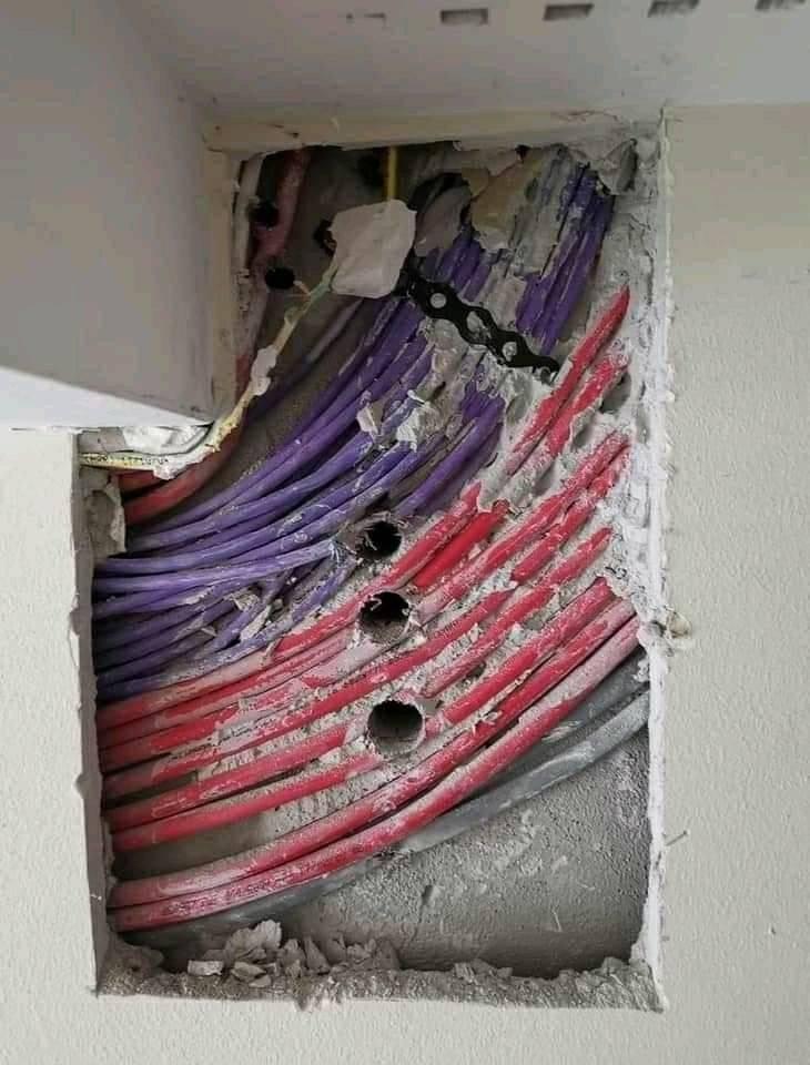 Испорченные кабели во время ремонта