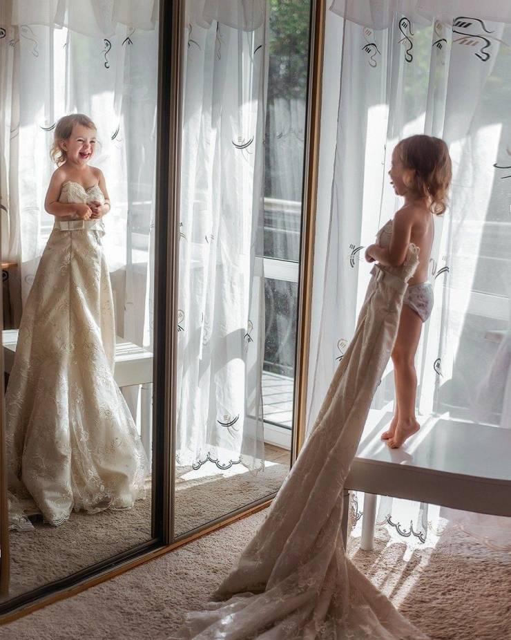 Ребенок в свадебном платье